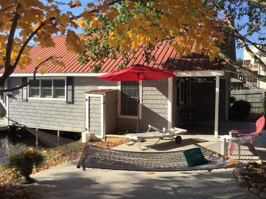 Cozy Lakehouse Retreat Cottages For Rent In Landrum