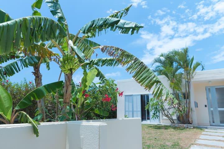 3LDK Beautifully Designed Home near Fusaki Beach