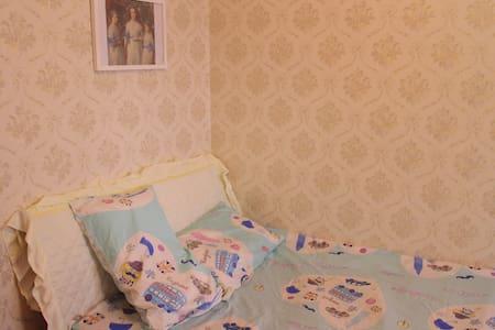 Vintage  room in city center, near Li river - Guilin - Apartamento