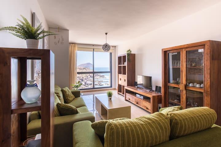 """""""El Mirador"""": sea views from the shore"""