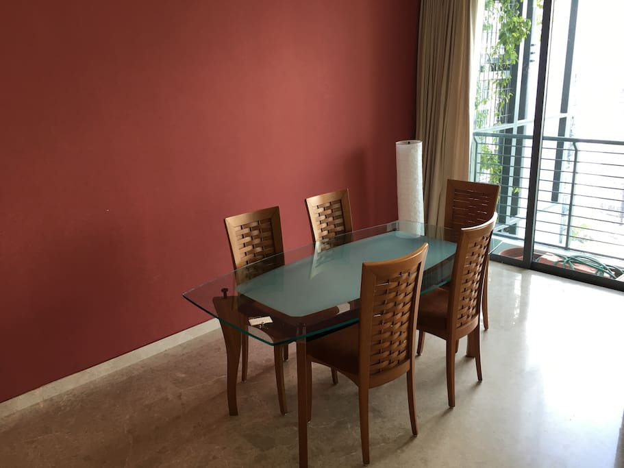 Dining area and set for 5!