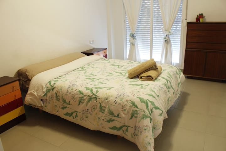 Room with private bathroom close to the beach