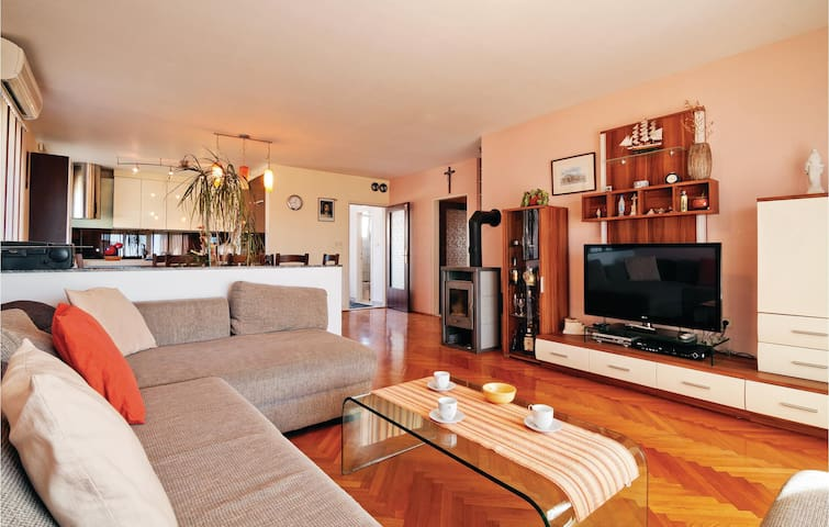 Holiday apartment with 3 bedrooms on 101m² in Kozino