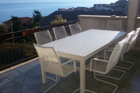 Terrace + sea view, beach 1min away - Postira