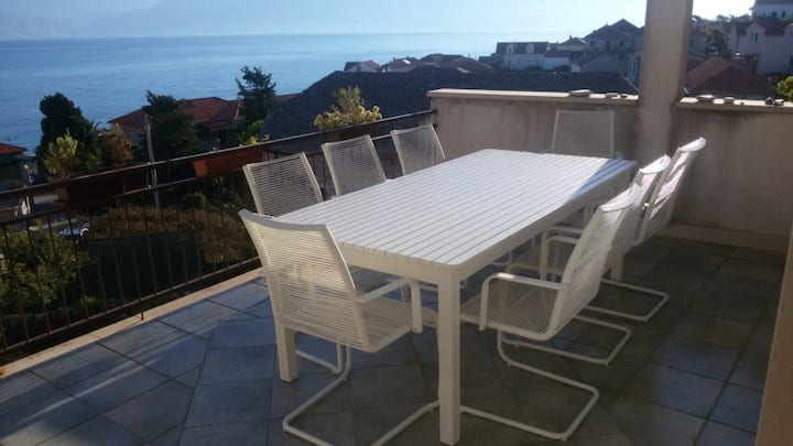Terrace + sea view, beach 1min away