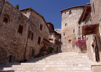 Near Rome, Medieval Hill Town Home; Private Pool, Pizza Oven - Sermoneta - 独立屋