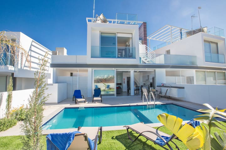 Villa Natasa, Stunning, Luxury 2BDR Protaras Villa