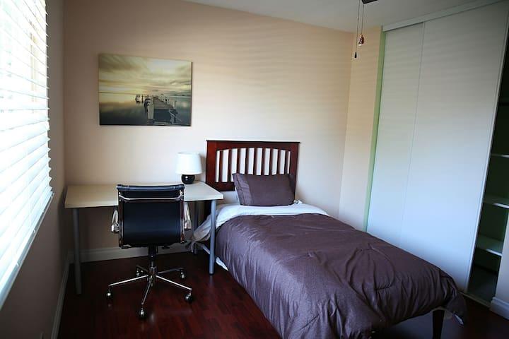 (A) Nice Room on Flint Ave Room