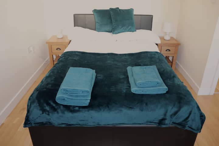Private room near Gatwick Airport