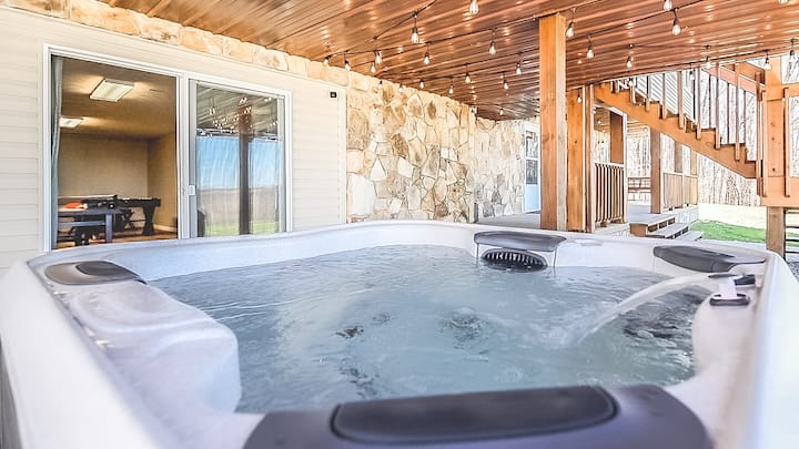 Luxury Lakefront, Hot tub,Game Room, Gym & Firepit