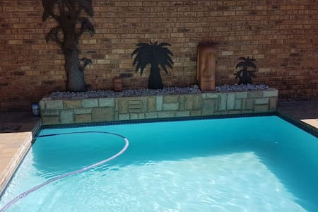 Cozy Spacious Suite, 8km from ORT, Edenvale.