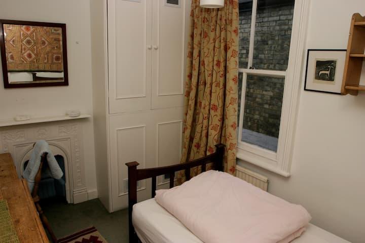 Single inner city bedroom (first floor)