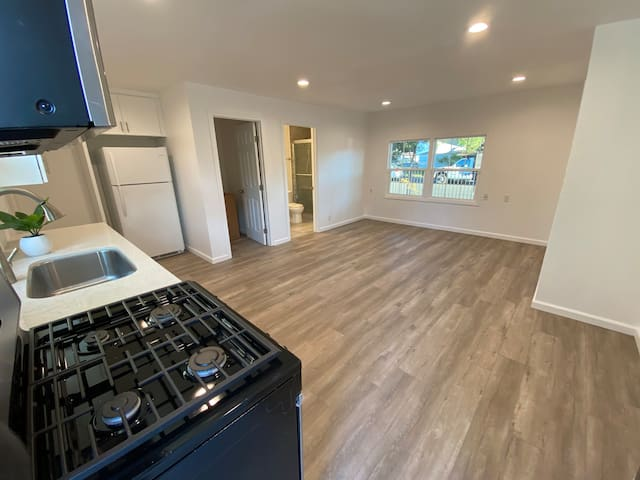Private Entry Studio With Own Kitchen and Bathroom