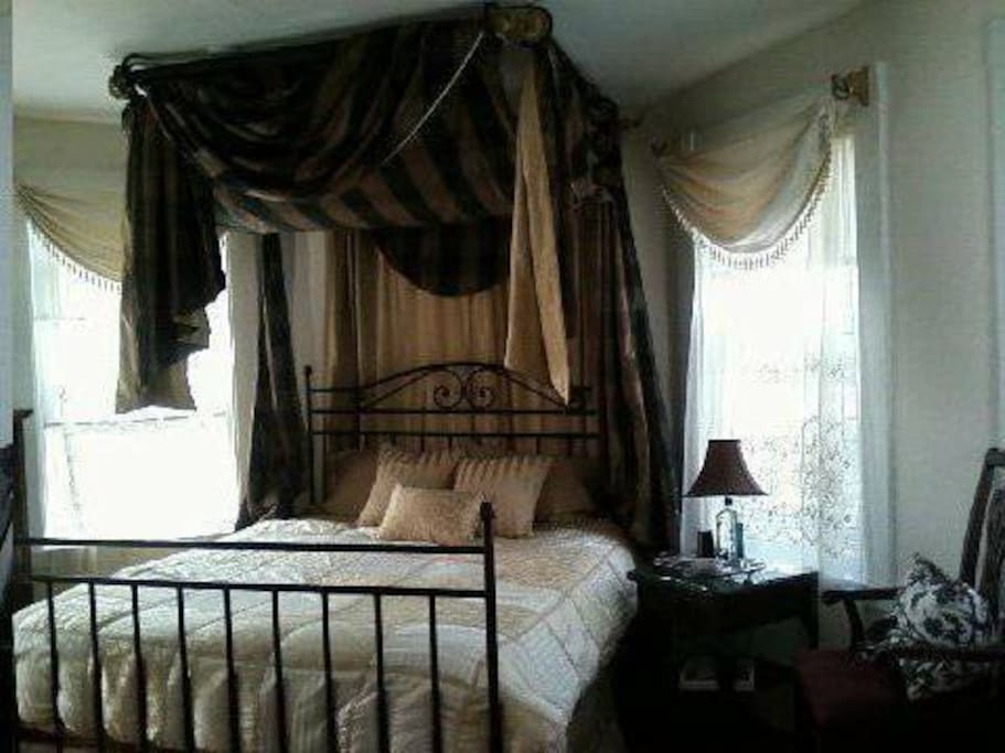 Spacious Master (on 3rd floor) w/comfy Queen-sized bed, 6 large windows (some water view) wide pine floors.  Adjoining small bedroom has a twin daybed.