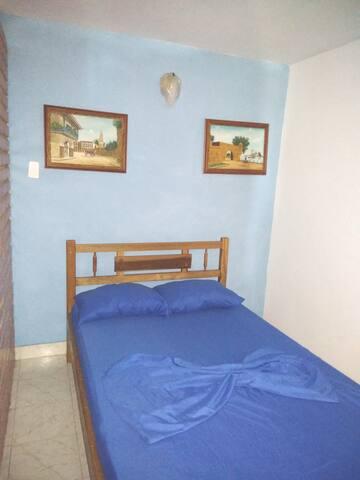 Segunda Habitación.  Cuenta con una cama doble, ventilador, baño , ambiente tranquilo, el inmueble no es compartido, es exclusivo para el huésped