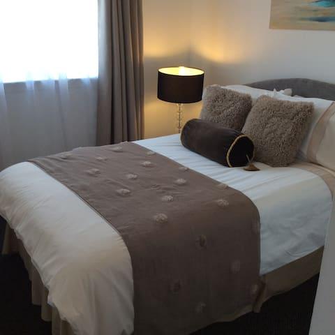 Comfy double  bedroom 1