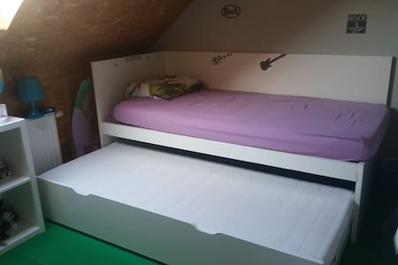 CHEAP ROOM NEAR AALST/DENDERMONDE - Lebbeke - Hus