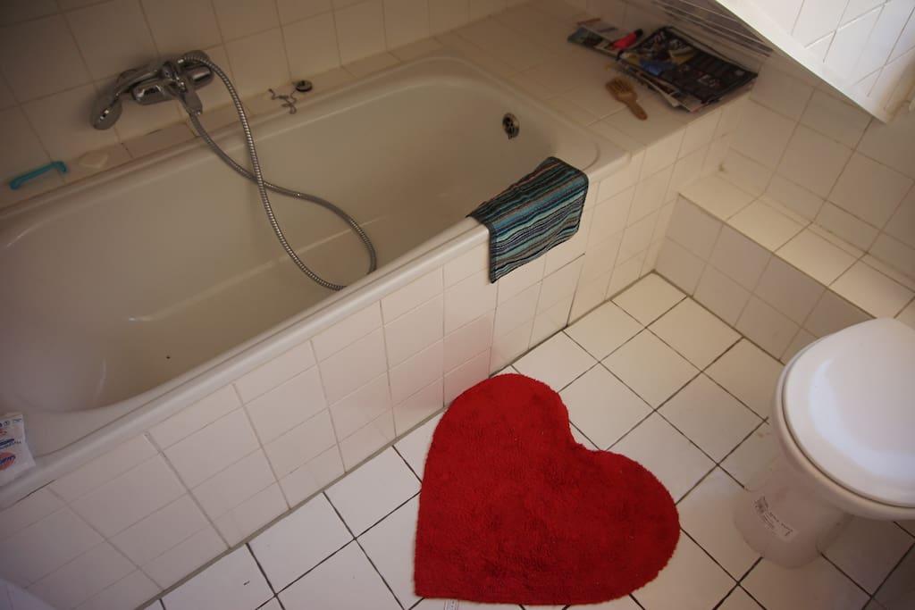 bathroom with bathtub - Badezimmer