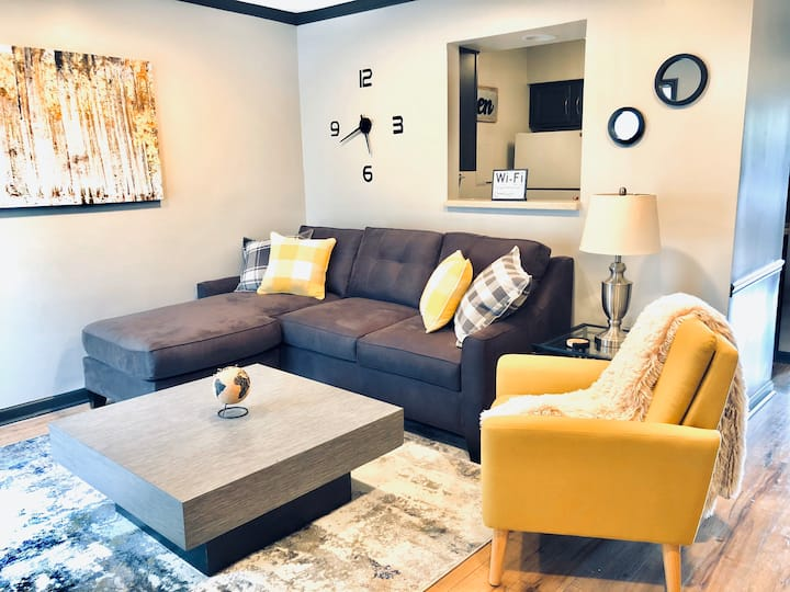 Beautiful Riverfront Condo in Downtown Nashville