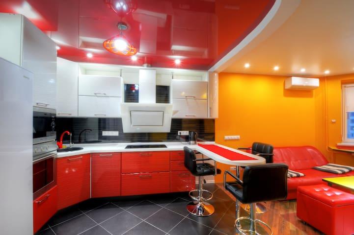 Red & Yellow · Апартаменты Люкс в Мякинино / Red & Yellow