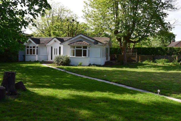 Maidenhead Riverside Bungalow