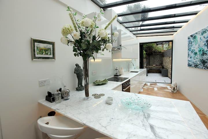 Stylish, courtyard garden house. Notting Hill