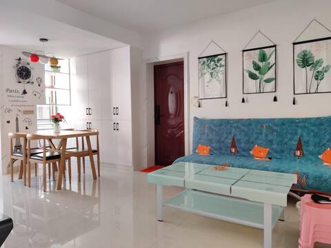 可短租/轻奢现代/ 三居室婚房新装修 正祥国际对面,步行至万达商圈只要八分钟,位置好,特别干净温馨。