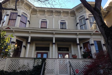 Private Guest Suite in convenient NW location - Portland - Townhouse