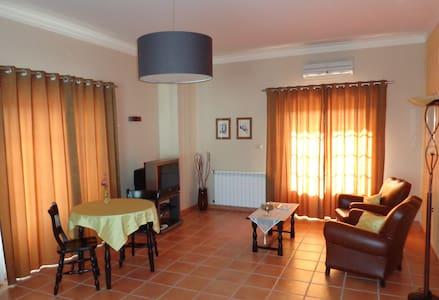 A Verdade - ruime gastenkamer met zithoek - Alvaiade - Wikt i opierunek