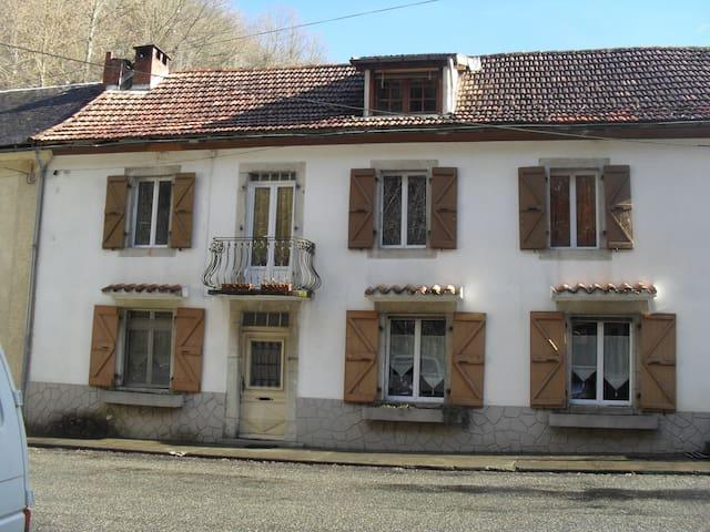 Maison de montagne R chambre privée