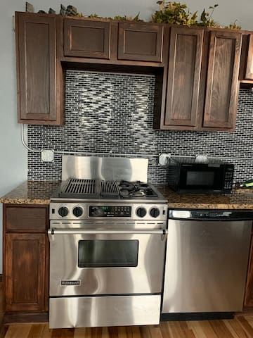 ***Clean***  Affordable Luxury Loft Downtown