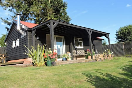 Coastal Escape-dog friendly lodge with woodburner