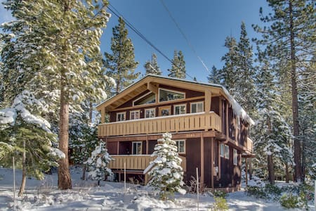 Classic chalet with room for the whole family & easy lake access!