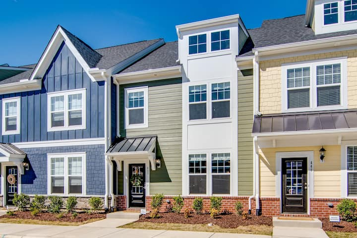 Rooftop Terrace Townhouse - Downtown Wake Forest