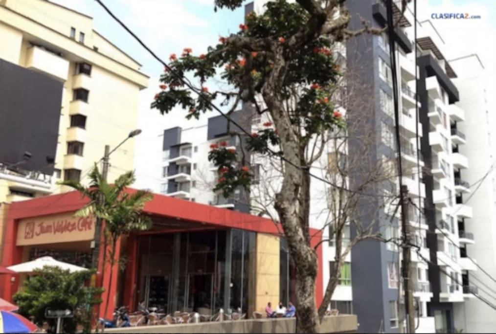 Edificio al lado de Juan Valdez Café