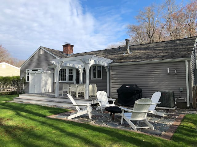 Niantic beach home with large private backyard!