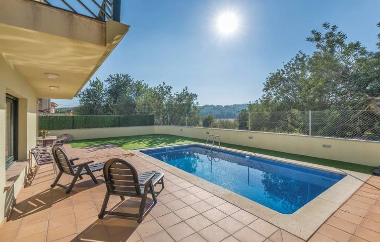 Holiday home with private pool - Costa Dorada