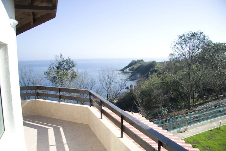 "Sea Apartment  ""Kapriz"" - Kiten - Allotjament sostenible a la natura"