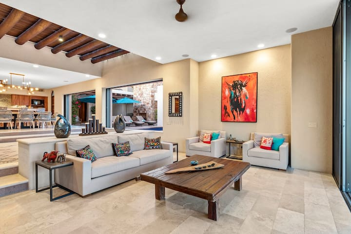 Luxury Villa w/ 2-Pools, Jacuzzi, and w/in Walking Distance to Beach