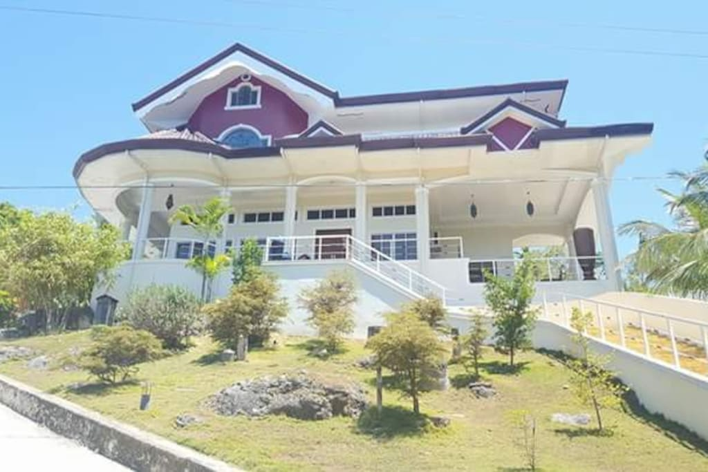 Ricardita manor large modern house with pool cebu houses for Big modern house philippines