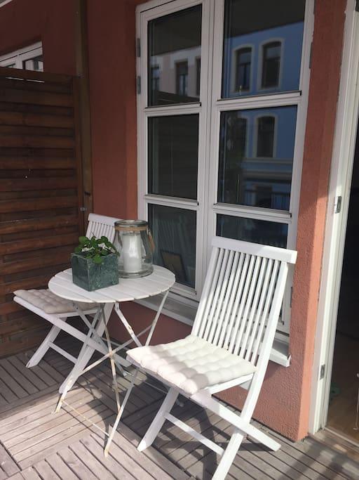 Koselig balkong, med ettermiddagssol fra ca kl 14-19.