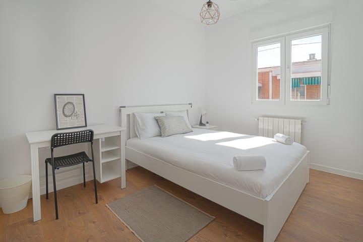 Cozy Private Room close to Madrid Rio