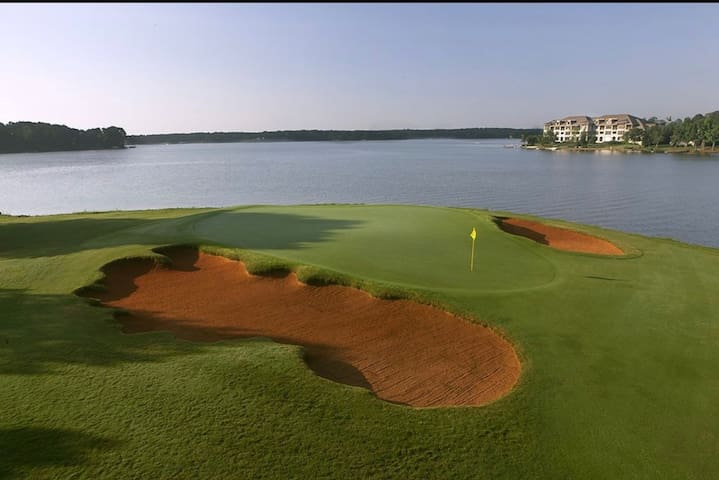 Lake Oconee home on the 9th green in Cuscowilla