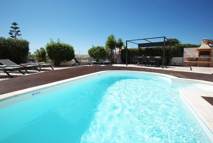 SUPERB VILLA, W/ PRIVATE HEATABLE POOL, WIFI...