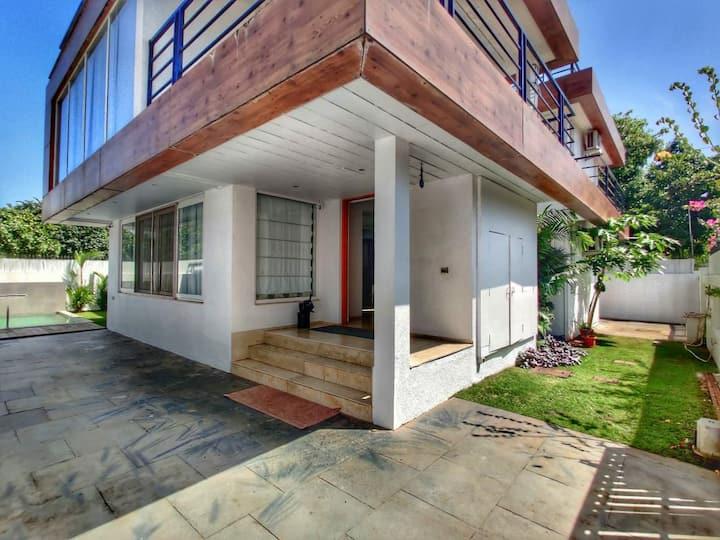 4bhk Serene Villa with Hometheatre & all amenities
