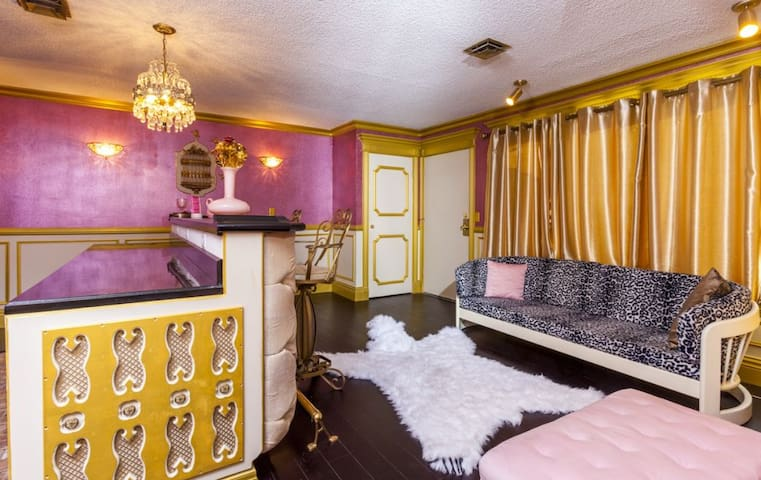 You could spend days soaking in all the detail of the Vintage Glitz Suite