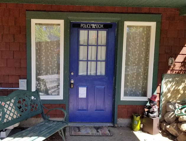 "Gresham ""Tardis"" Apartment Near Springwater Trail"