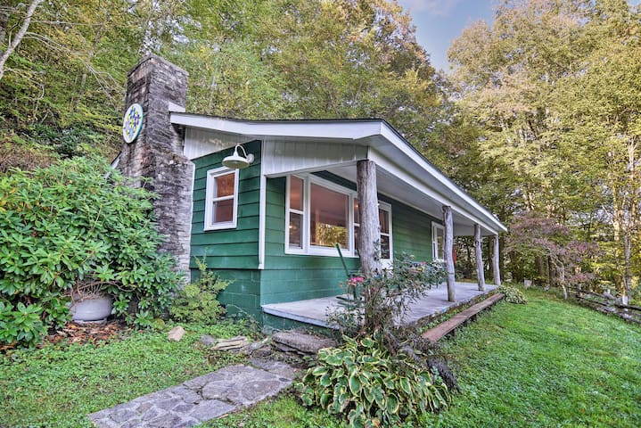 NEW! Charming Cataloochee Cabin 1 Mile to Ski Area