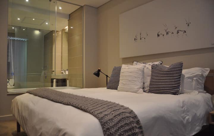 Beautiful 5* studio right in the heart of Sandton