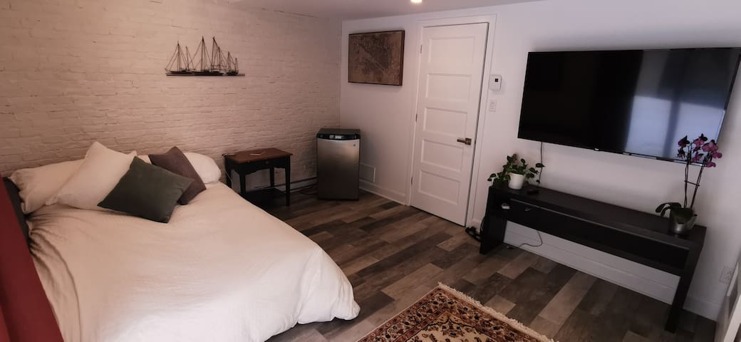 Comfortable Private Suite - Centrally Located